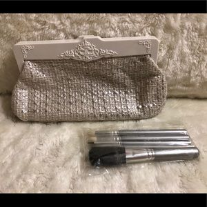 MAC Heirlooms Collection: 5 Basic Silver Brush Set
